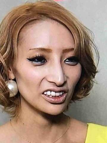 """「僕の彼女です。去年12月から交際しています」狩野英孝、加藤紗里との交際認める """"二股疑惑""""は否定"""