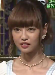 中村里砂、美しすぎる白ネコ姿にファン悶絶「あまりに可愛くて息止まる」「おしゃれキャット!」