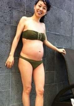 東尾理子、水着から伸びる美脚に賞賛の声 「ママには見えない」