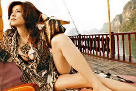 やっぱりすごい!藤原紀香、胸がパンパンすぎてドレスの柄が目に入らない!?
