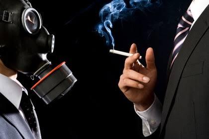 受動喫煙対策法案、小規模バーは例外 飲食店は原則禁煙