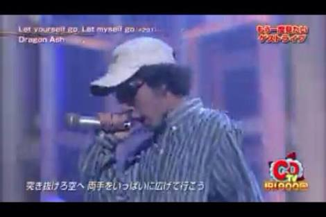 山田涼介が喋ってる後ろでYOSHIKIがスマホいじり、ファン同士がバトル! その結末は…【Mステ】