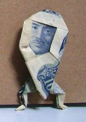 クオリティの高い折り紙の作品を貼りましょう♪