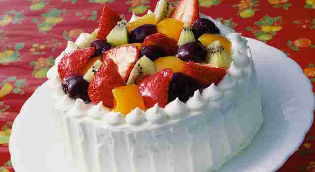 果物が入っているケーキ、スイーツが好きな人
