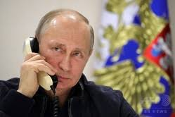 有名人が電話してる画像を貼るトピ