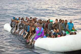 「北朝鮮から来た」木造船が漂着 国籍不明の男性8人