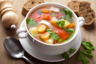 温かい食べ物を持ち寄って雑談するトピ