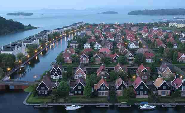 ハウステンボス内に存在する住宅街…カヌー船着き場がある庭でBBQ