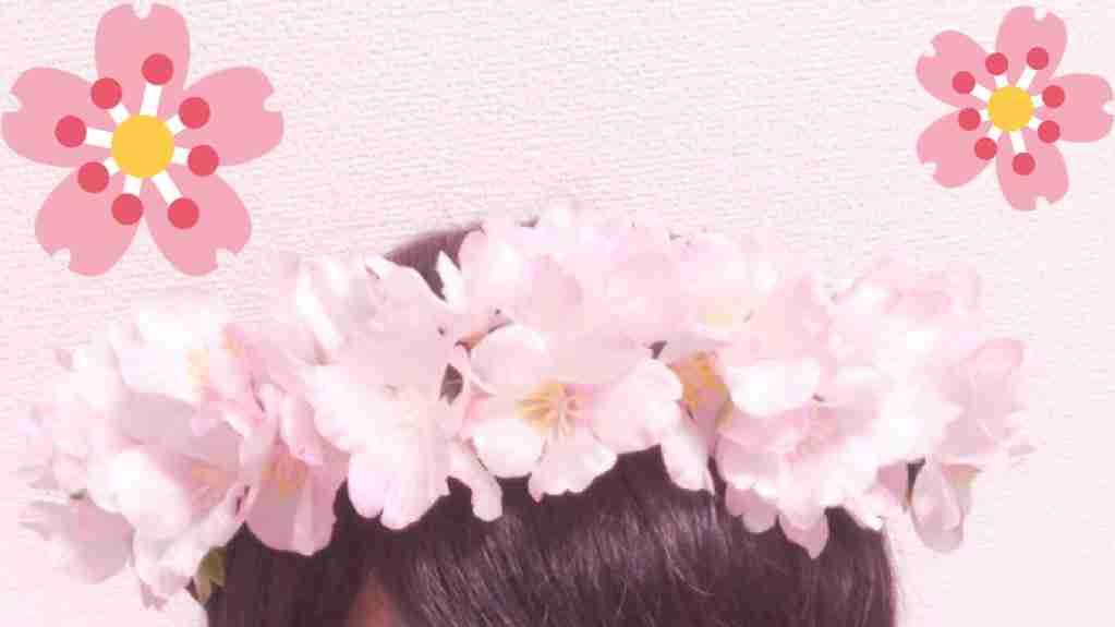 桜の枝を折り「花冠」をインスタ投稿。警告するツイートが大反響