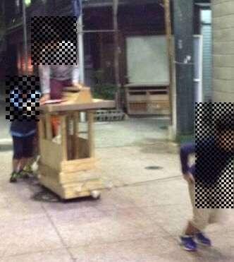 遊具横転し9歳男児死亡=父親手製、自宅前で―大阪