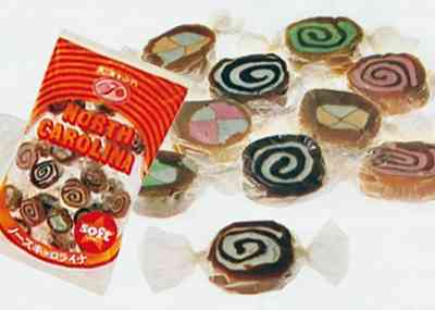 懐かしいお菓子のパッケージを貼るトピ