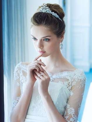 ウエディングドレス ヘアスタイル