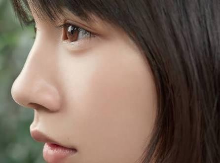 吉岡里帆、潤んだ瞳の横顔ショットにファン釘付け「吸い込まれそうな瞳」「ドキッとした」