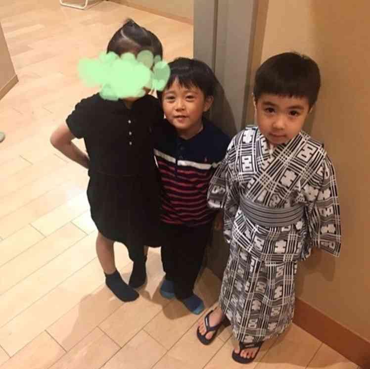 寺島しのぶ長男・眞秀くん、高級子供服ブランドでモデルデビュー