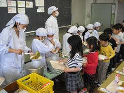 かつて小学校時代、給食完食主義の先生に泣かされた人~!part 3