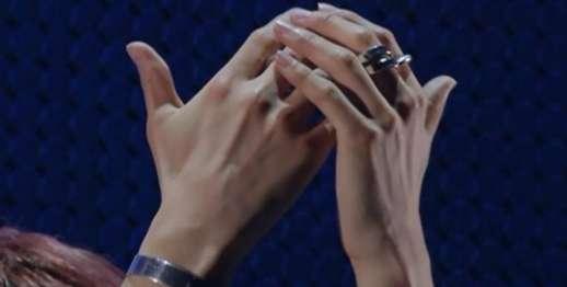手フェチの人!自分の中で、一番好きな手の写真を見せてください。