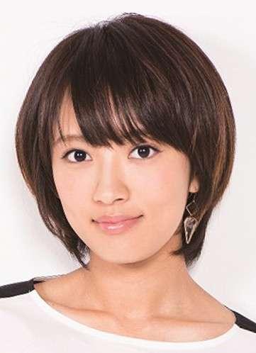 夏菜、制服姿を公開「仕上がりすぎ」「爽やか美女」と話題