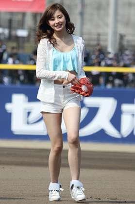 朝比奈彩、陸上で鍛えたスタイル披露に「脚、めっちゃ長い」