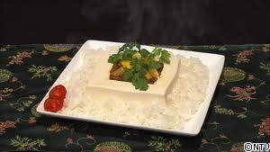 「妻が作った料理の様子がおかしい」 食卓に並んだ豆腐の『正体』に称賛の声!