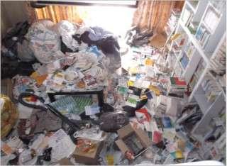 汚部屋ではないけど、部屋が散らかってる人