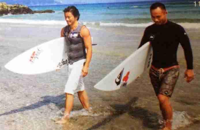 三浦翔平&三浦春馬のサーフィン2ショットにファン歓喜