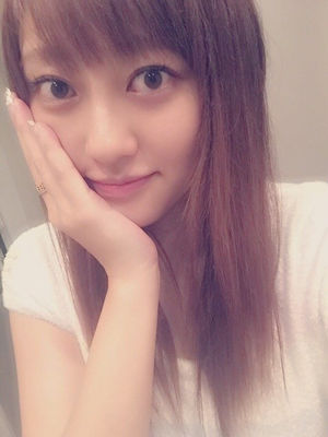 """菊地亜美、浴衣姿で""""ぶりっ子ポーズ"""" 「超かわいい」「惚れた」とファンの注目集まる"""