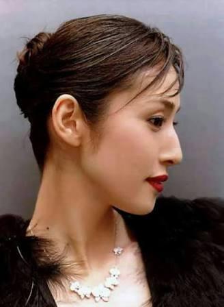 「好きな美熟女」調査 3位石田ゆり子、1位は?