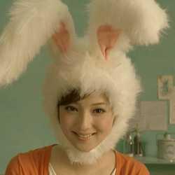 益若つばさ、「可愛すぎ!飼いたい!」ウサギの被り物姿に称賛の声相次ぐ
