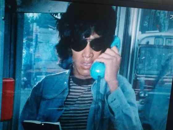電話してる有名人の画像下さい!