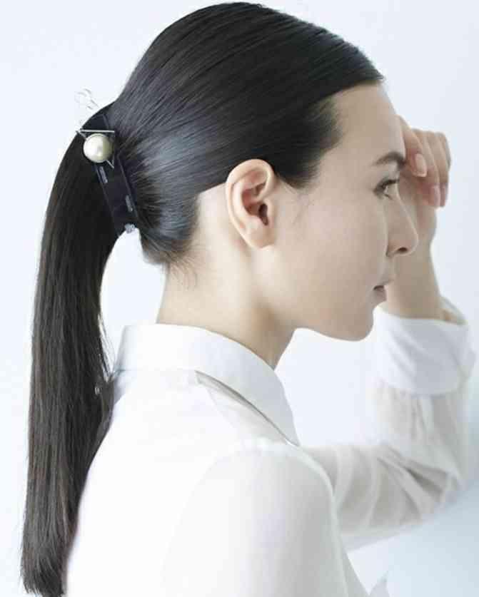 シンプルに一つに結ばれた髪型の芸能人がみたい。
