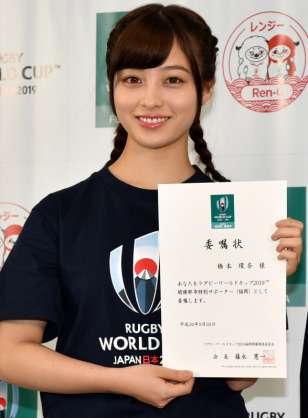橋本環奈がソフトバンク戦で始球式 きれいなノーワインドアップ披露