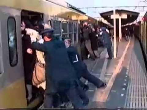 """混雑した電車で""""ベビーカー""""は折りたたむべき? スタジオで激論"""