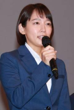 吉岡里帆、NON STYLE 井上裕介にバックハグされ「怖い怖い!」