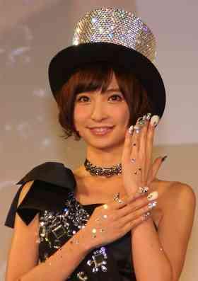 篠田麻里子が「めちゃくちゃ豪華」なネイル 「ネイルクイーン」6人選ばれる : J-CASTモノウォッチ