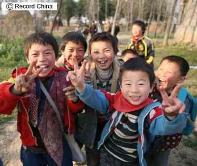 レコードチャイナ:<続報>中国少女の半数に売春強制!人身売買事件、「蛇頭」...
