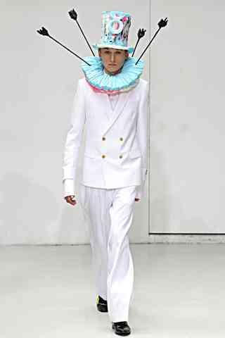 パリコレのファッションが前衛的すぎてもうついていけない