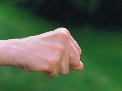 【体罰】野球部顧問の教諭、部員を殴って肋骨を骨折させて減給3カ月!「部員が笑っているように見えたのでカッとなった」