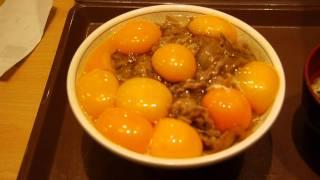 牛丼に生卵を10個入れると究極の味に! 濃厚&濃厚&濃厚な牛丼 - YouTube