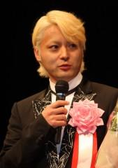 山田孝之、ヨコハマ映画祭授賞式に金髪の正装姿で会場騒然! | ニュースウォーカー