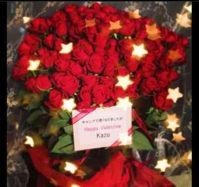 ローラに130本のバラを贈った意外な男性とは?