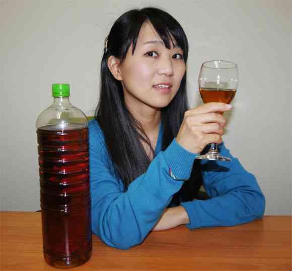 韓国伝統の人糞酒『トンスル』を飲んでみた /色は完全にウンコだが「漢方酒」のような味   ロケットニュース24