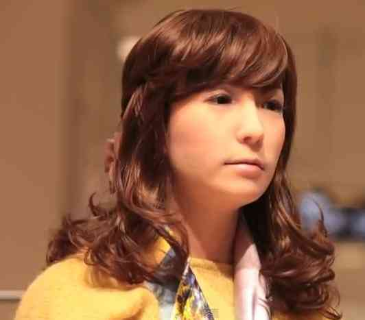 会話する女性型ロボット「ミナミ」、大阪のデパートに再登場 26歳女性アイドルの設定