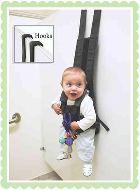 便利なのかもしれないけれど…赤ちゃんを一時的に壁にかけておくことができるフックが登場