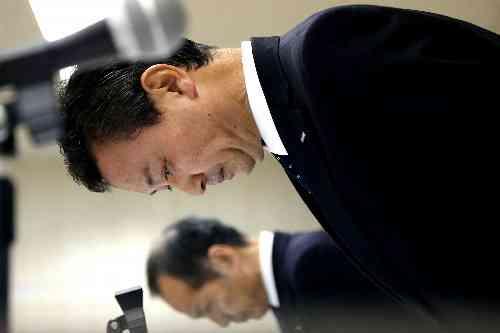 朝日新聞デジタル:化粧品で「肌まだら」2250人は重症 カネボウ化粧品 - 社会