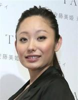 美姫、過熱取材の自粛を要請 ドキュメンタリー番組化のウワサも… (夕刊フジ) - Yahoo!ニュース