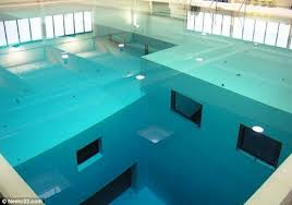 世界でもっとも深いプールが怖すぎる((;゚Д゚))