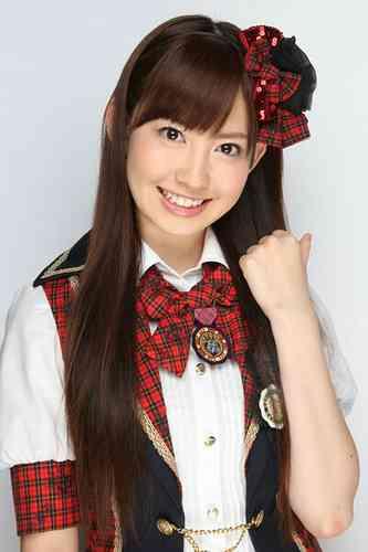 AKB48小嶋陽菜、不自然な引きつり顔でテレビ出演と話題に