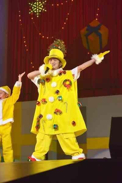 遊助、黄色いサンタ姿でファンに私物などクリスマスプレゼント | RBB TODAY