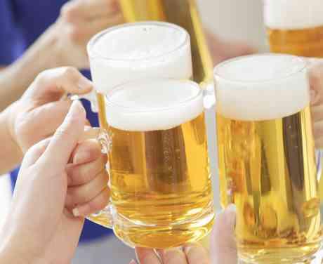 お酒を飲みながらの入社面接がある?