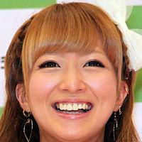 辻希美さん、見事なクリスマスディナーを披露 → 紙コップホルダーを食器代わりに使っていると話題に - NAVER まとめ